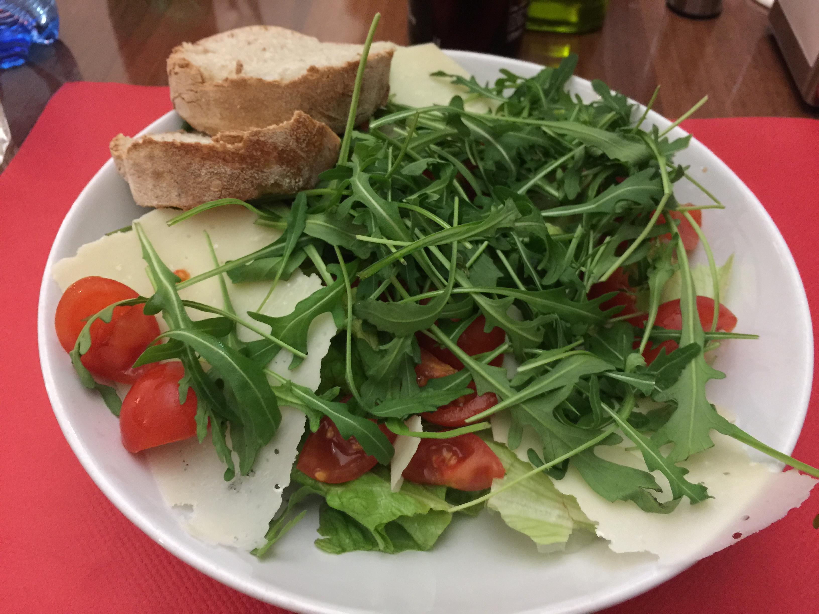 Gluten-free option 1 in Italy: salad (removing the bread)