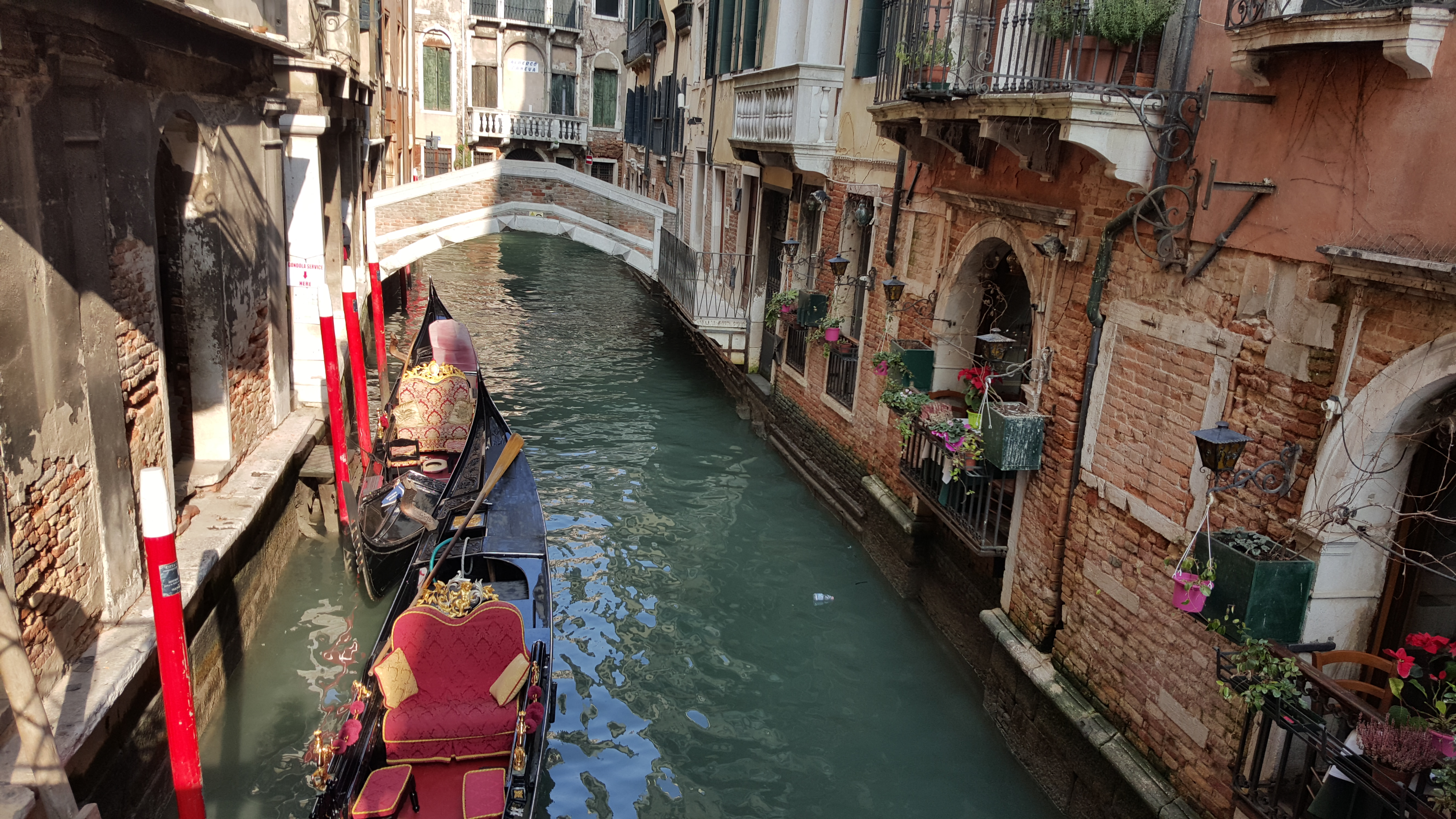 On my way to Rialto Bridge from Piazza San Marco